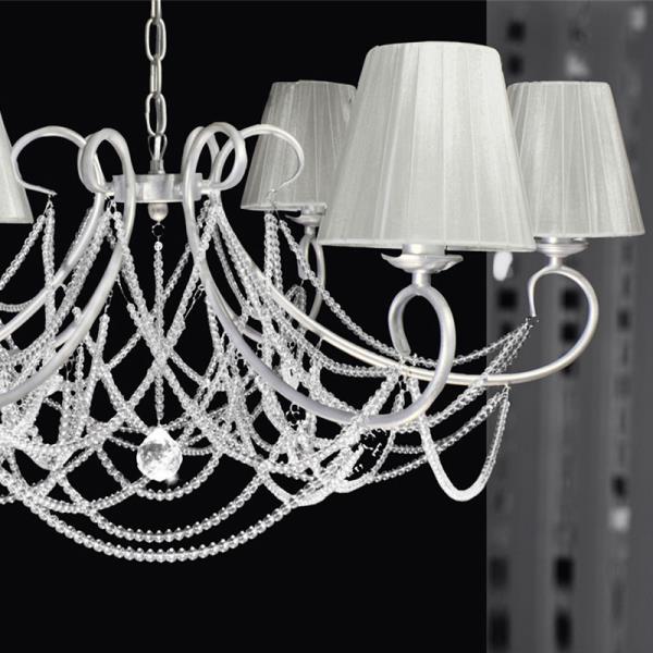 lampadario con paralumi : ... con perline in vetro. Porta 6 luci con paralumi in tessuto bianco