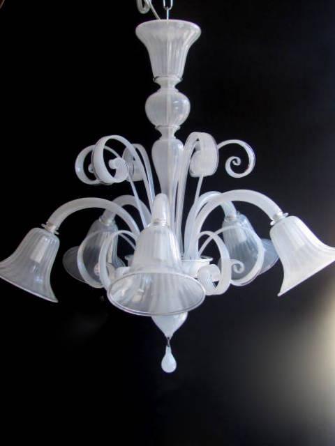 Lampadario in vetro di murano bianco seta for Lampadari sala